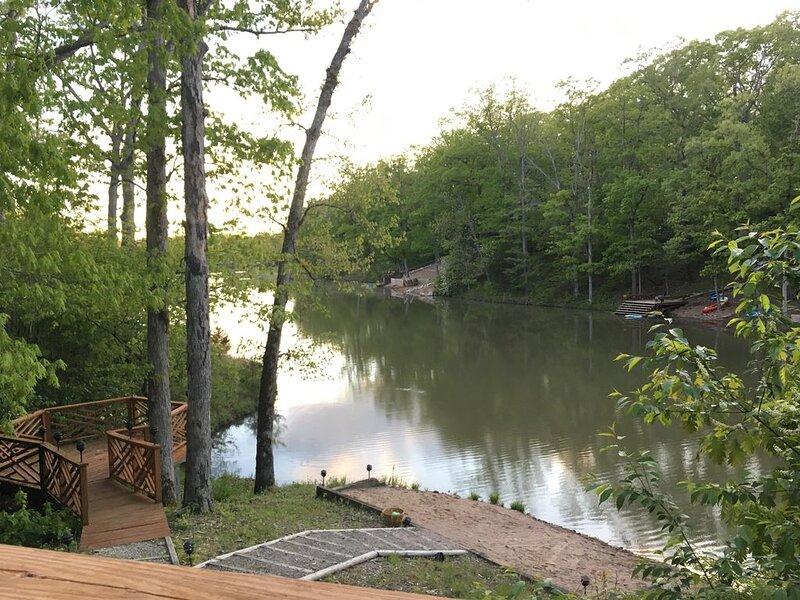Gorgeous Lakefront Getaway, location de vacances à Defiance
