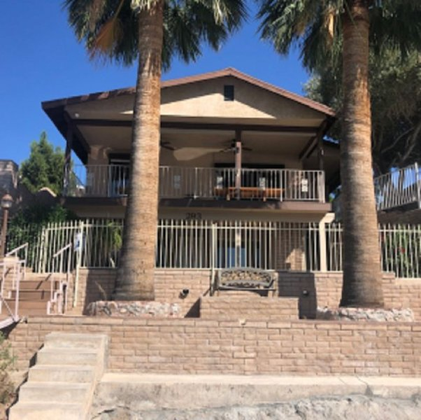 Beautiful Riverfront Home! Private Dock. Sleeps 14 (with Casita), casa vacanza a Needles