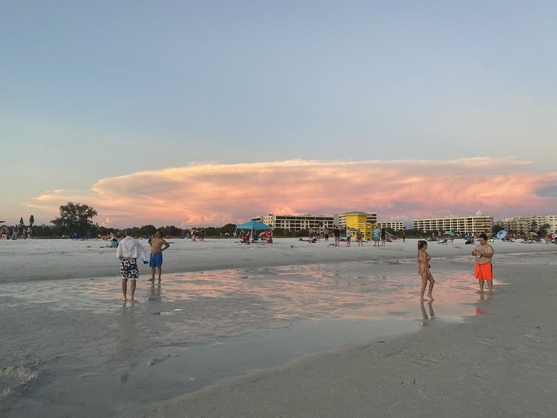 Unlimited Golf and Tennis, Nature Walks, #1 White Sand Beach at Siesta Key, holiday rental in Myakka City