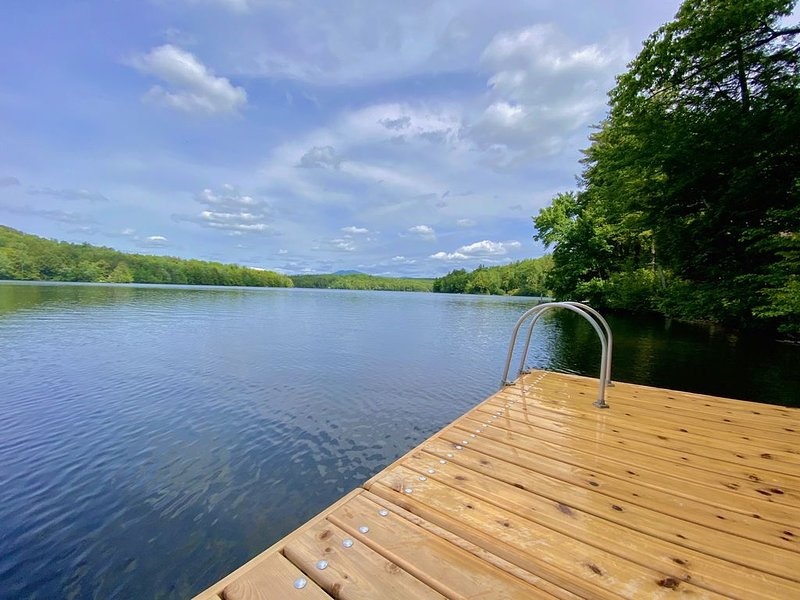 Peaceful waterfront getaway full of attractions year round!, vacation rental in Tuftonboro