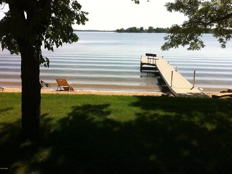 A beautiful home on Little Darling Lake near Zorbaz/Lure Restaurant., holiday rental in Brandon