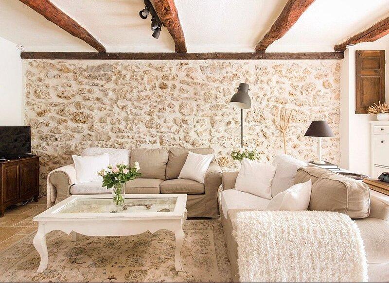 Romantic Cottage • French Village • Provence • Walking distance to shops, alquiler de vacaciones en Besse-sur-Issole