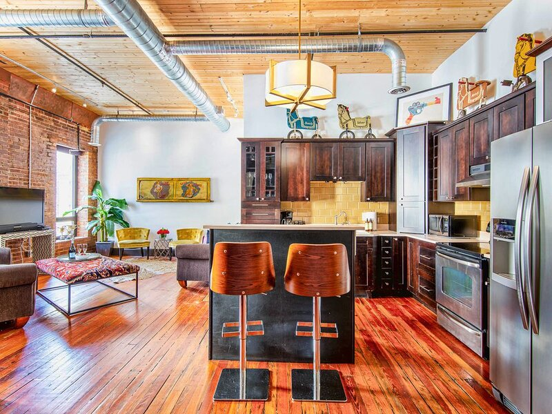 HEART OF DOWNTOWN..Suite Loft..Walk to EVERYTHING! Printers Alley Lofts, holiday rental in Nashville