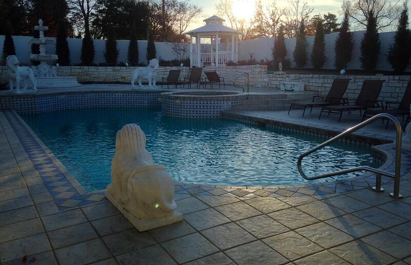 Midtown, Private Gated Retreat  'White Lion Villa', holiday rental in Sand Springs