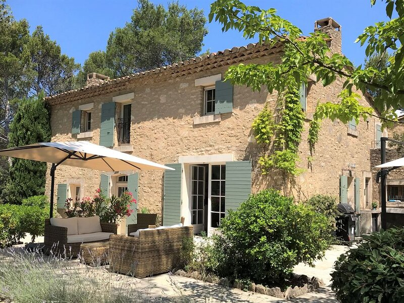 Luxury 3 Bed Provencal house, private heated pool, peaceful rural location, holiday rental in L'Isle-sur-la-Sorgue