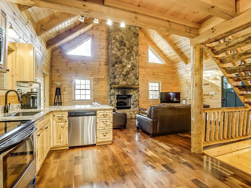 Whitetail Pines Cabin | Hocking Hills, holiday rental in Sugar Grove