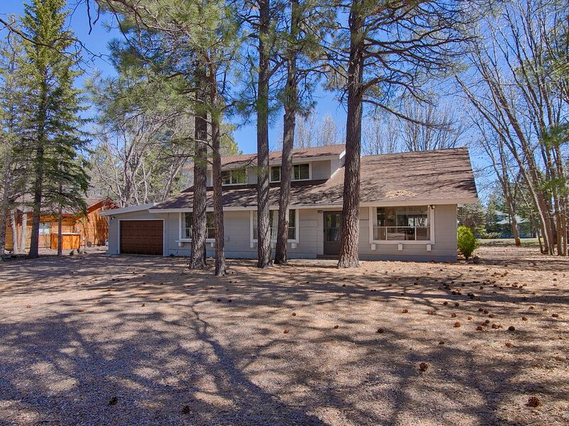 HUGE HOUSE ON GOLF COURSE!! PERFECT FOR LARGE FAMILIES/GROUPS - LARGE GAME ROOM!, holiday rental in Apache County