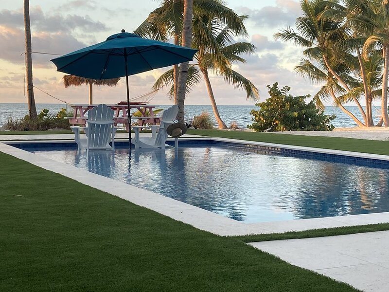 This is Paradise! Beautiful 2 Acre Oceanfront Beach, A MUST SEE. 3/2  Sleeps 6, holiday rental in Islamorada