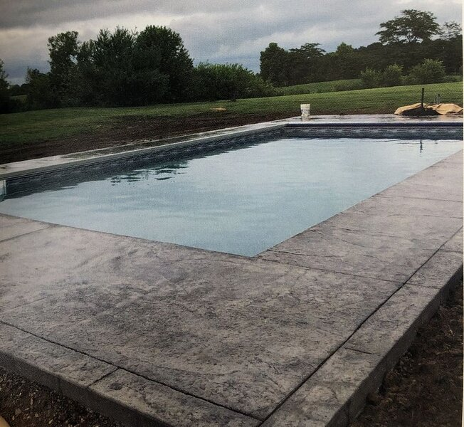 4800 sq. ft. Luxury log estate with open floor plan sleeps 20... POOL MAY 2021, vacation rental in New Plymouth