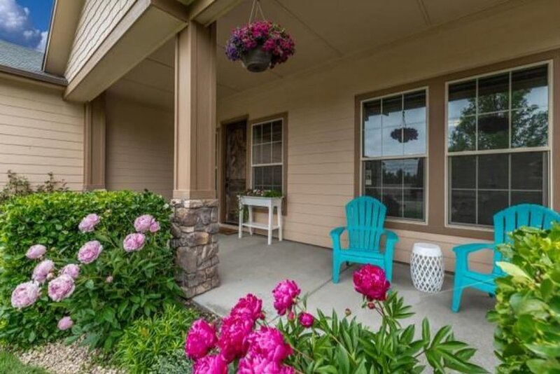 TAHITI AT THE VILLAGE - EXECUTIVE Home 'BEST' Location in Boise/Meridian Area!!!, vacation rental in Meridian