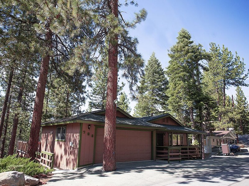 'TahoeTarns' Large Vacation Home, at Zephyr Cove Resort, Near Skiing/Casinos, alquiler de vacaciones en Lago Tahoe