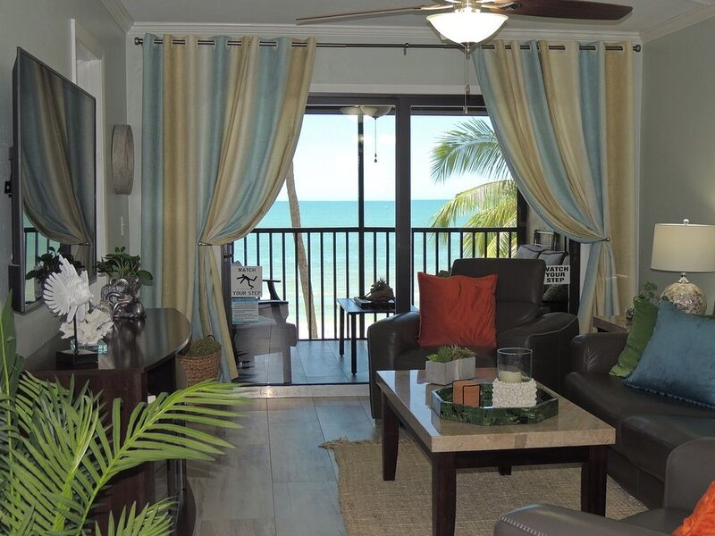 Luna Sea is a stunning 2br/2ba oceanfront condo located on Ft Myers Beach, F, holiday rental in Fort Myers Beach