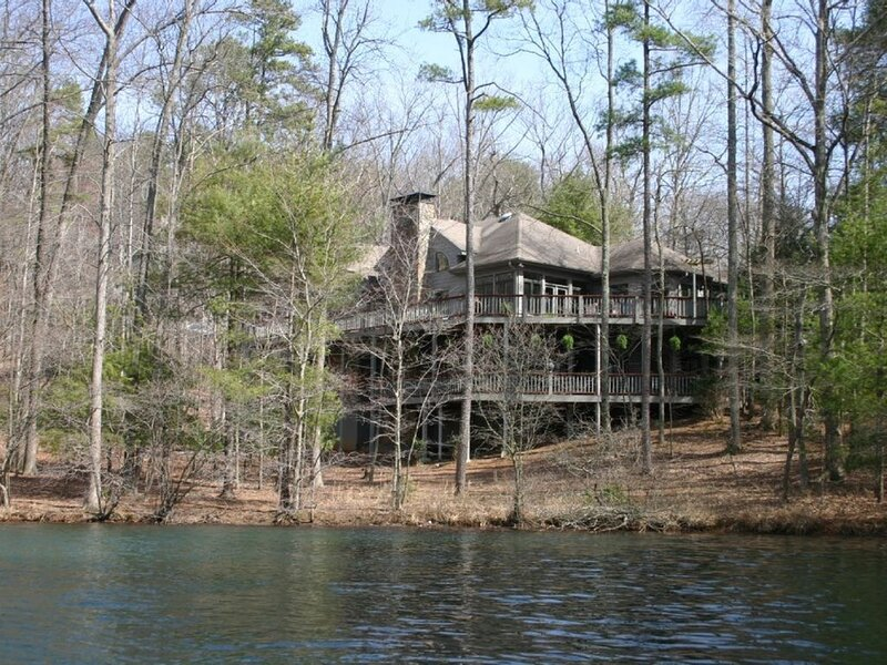 Large 7BR/5.5BA lakefront, family-friendly w/breathtaking sunset&mountain views, holiday rental in Dawsonville
