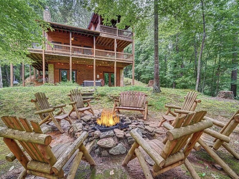 Campfire Cabin - Gorgeous Private|Hot Tub|Fire Pit|Game Room|Pets!, holiday rental in Blue Ridge