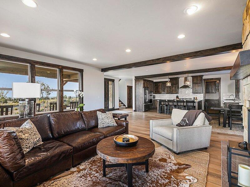 BRAND NEW! Brasada Ranch Luxury Home with Panoramic View, casa vacanza a Alfalfa