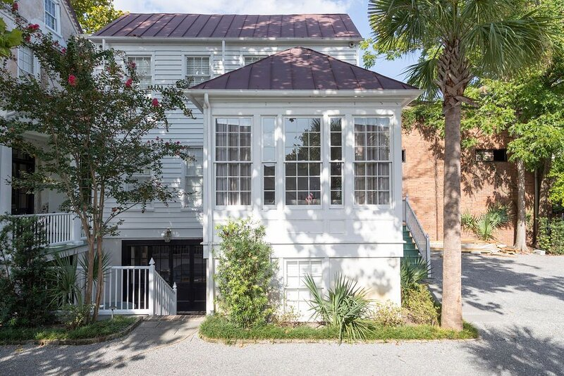 Charleston Retreat, Two Homes with Spacious Living Rooms, holiday rental in Charleston