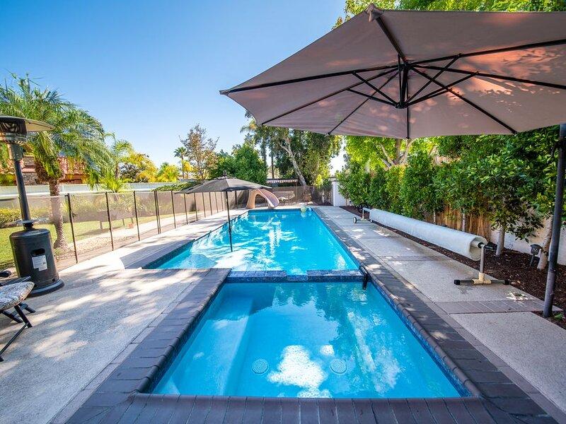 4000 ft Tuscan House w Heated Private Pool/Spa/Slide, 10 mins to Del Mar Beach, casa vacanza a Del Mar