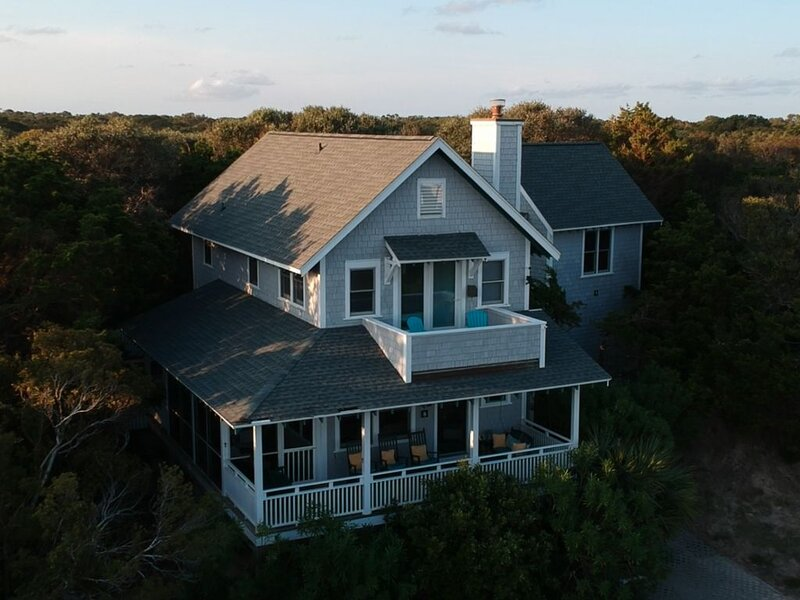 Primrose Cottage - views and breezes on Bald Head Island, location de vacances à Bald Head Island