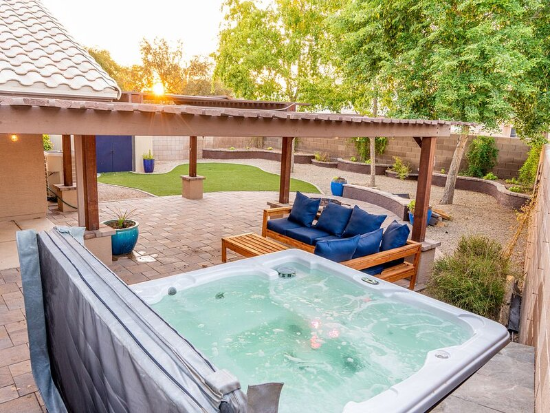 Single Level House, Luxurious Patio, Hot Tub, and Great Parks Nearby, alquiler de vacaciones en Chandler