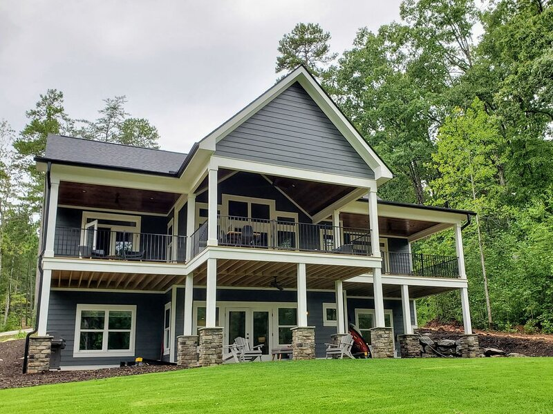 Luxurious NEW home with VIEW of beautiful Lake Keowee. Sleeps 18. Near Clemson., holiday rental in West Union