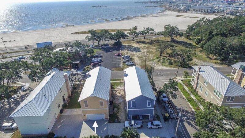 Luxury Beach View in Gulfport w/ Garage, vacation rental in Gulfport