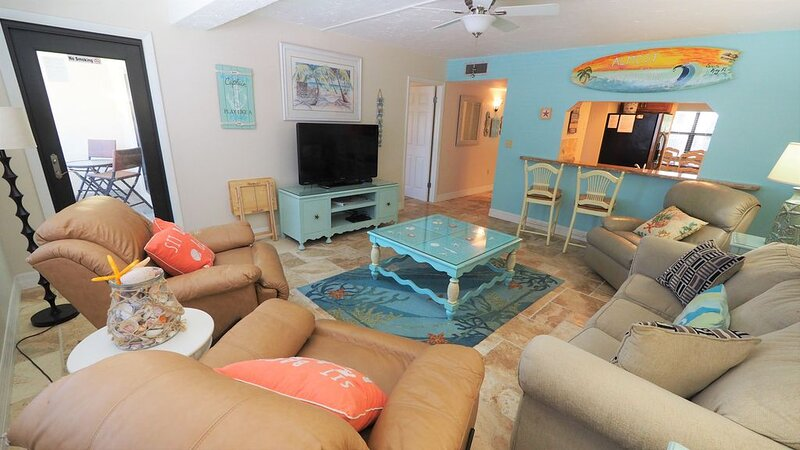 DISCOUNT special NEW LISTING ,On the Beach, Beautifully Remodeled! VERY BEACHY, casa vacanza a Gulf Gate Estates
