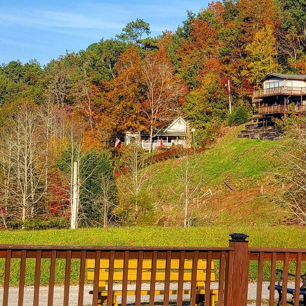 A Little Slice Of Heaven In Tobacco Branch Village, holiday rental in Nantahala Township