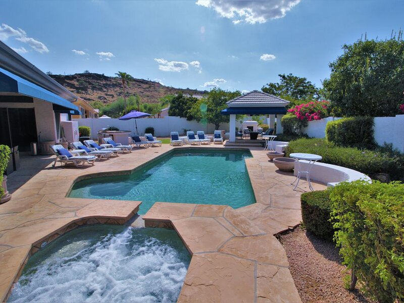 LUXURY RESORT-STYLE/MOUNTAIN VIEW, POOL/SPA GOLF, HIKE, EVENTS., casa vacanza a Sun City