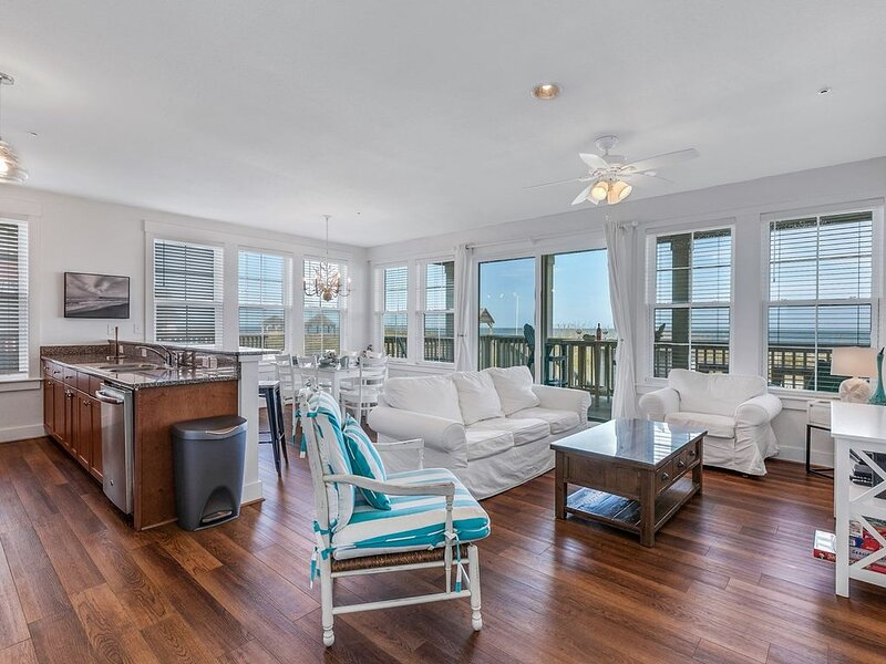 NEW 2BR Oceanfront Condo with private steps to pool and beach!, vakantiewoning in Kill Devil Hills