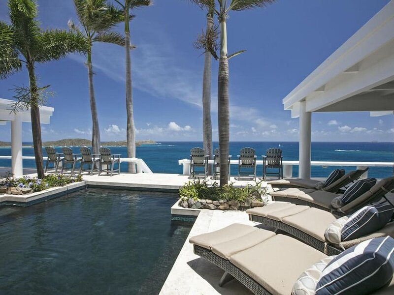 6 BR - Unparalleled  220º Views, Breathtaking Oceanfront Location & 2 Pools!, vacation rental in Tutu