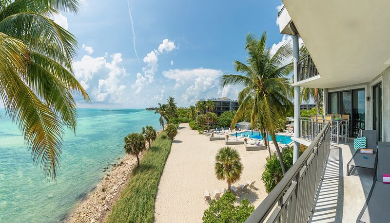 **WINDSWEPT PALMS * THE BEACH** Oceanfront / Pool & Jacuzzi + LAST KEY SERVICE, holiday rental in Stock Island