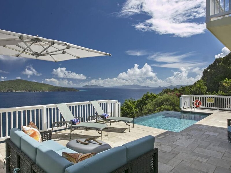 Cliff-side 5BR villa - stunning down-island views, 5 minutes from Magen's Bay!, holiday rental in Magens Bay