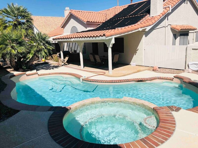 Thornhill  · 35% Off Fall Special - Delightful 4 Bedroom/pool, holiday rental in Henderson