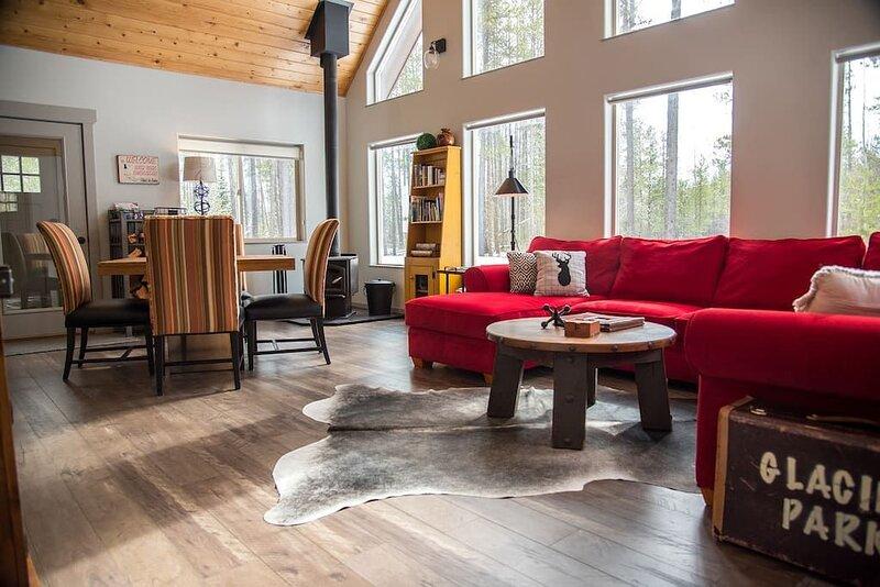 Elk Street Retreat Near Glacier Park, location de vacances à Columbia Falls