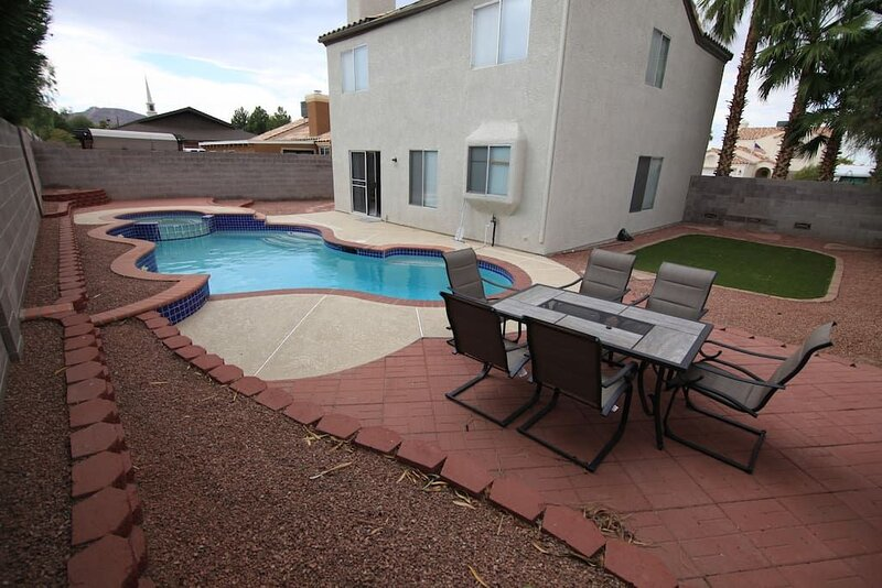 Chaps · 35% Off Fall Special -Splendid House W/ Pool, holiday rental in Henderson