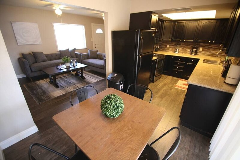 Valley Forge · 35% Off Fall Special - Charming 2 Bedroom House, holiday rental in Boulder City