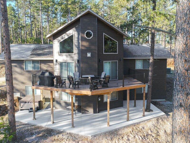Secluded Executive Cabin Near Deadwood Close to Highway 14, alquiler de vacaciones en Sturgis