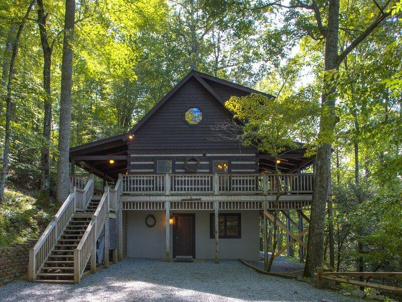 Maroon Bells 3 Bedroom 3 Bath Log Cabin in Valle Crucis NC, vacation rental in Valle Crucis