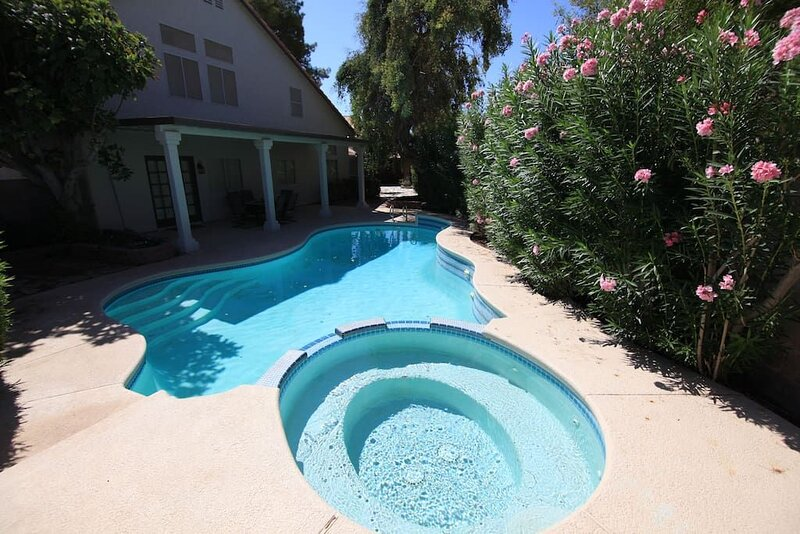 Enloe · 35% 0ff Fall Special  - Brilliant 4 Bedroom Home, holiday rental in Henderson