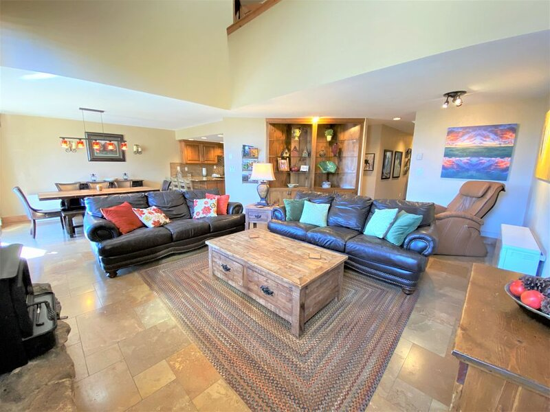 Gorgeous Townhome Only 2 Miles to Purgatory Ski Resort, Pool/Hot Tub On Site, Vi, casa vacanza a Vallecito Lake