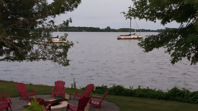 The Lazy Acre: Waterfront cottage with unparalleled views of Smith's Bay., holiday rental in Waupoos