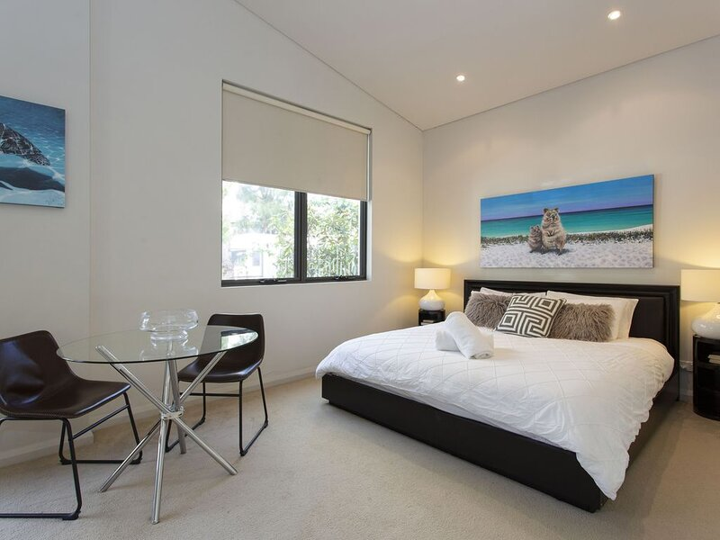 Luxury Modern Escapia - South Fremantle, vacation rental in Hamilton Hill