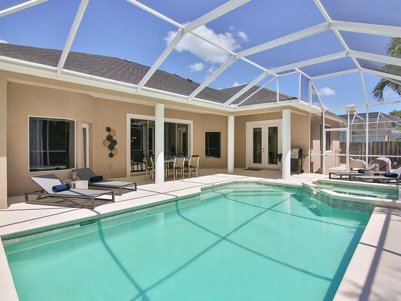Newly Decorated Pool Home in NW Bradenton, Just 12 Minutes to Anna Maria Island, alquiler de vacaciones en Palma Sola