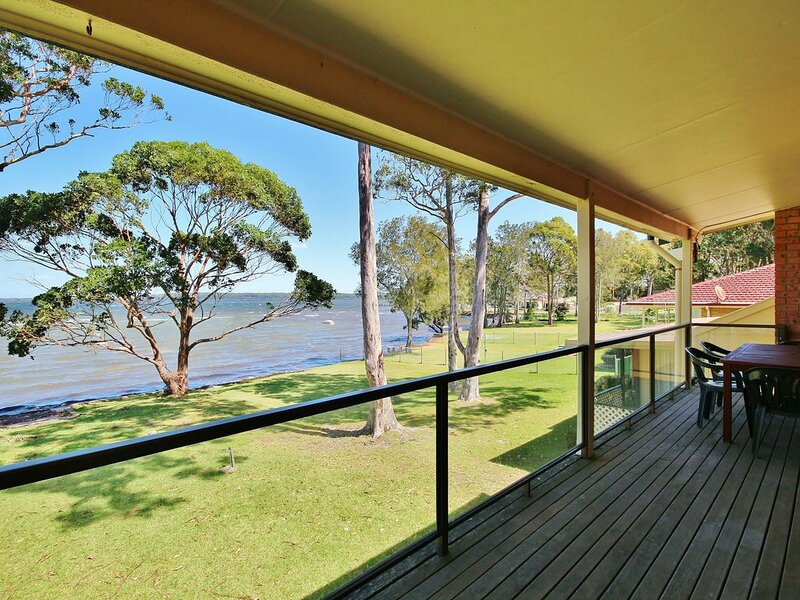 Absolute Waterfront - Absolute Waterfront is located on the shores of St Georges, vakantiewoning in Tomerong