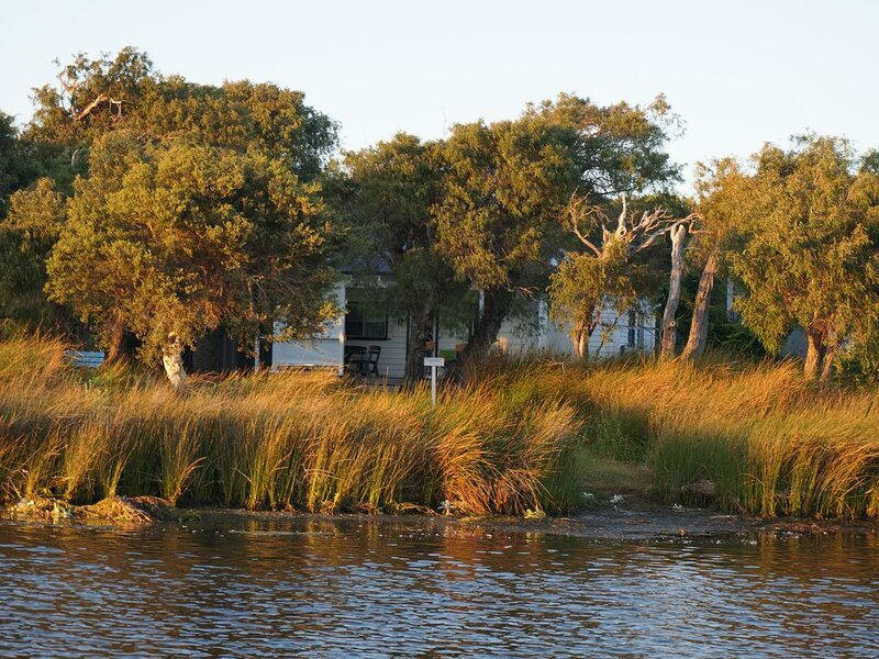 Augusta Seine Bay Waterfront Cottage, holiday rental in Karridale