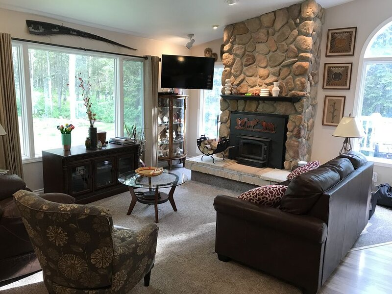 Perfect Alaskan Retreat  5+ Bedroom on Large Secluded Property w/Garage, vacation rental in Anchorage
