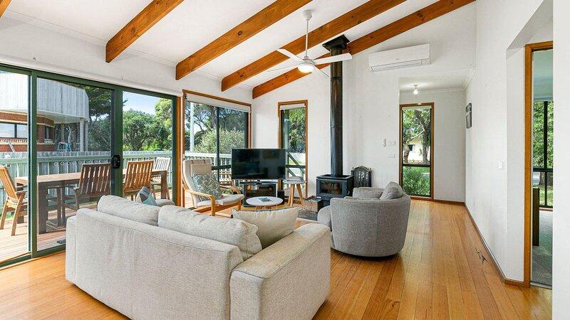 Surf Rest'n Bay - sleeps 9, vacation rental in Cape Woolamai