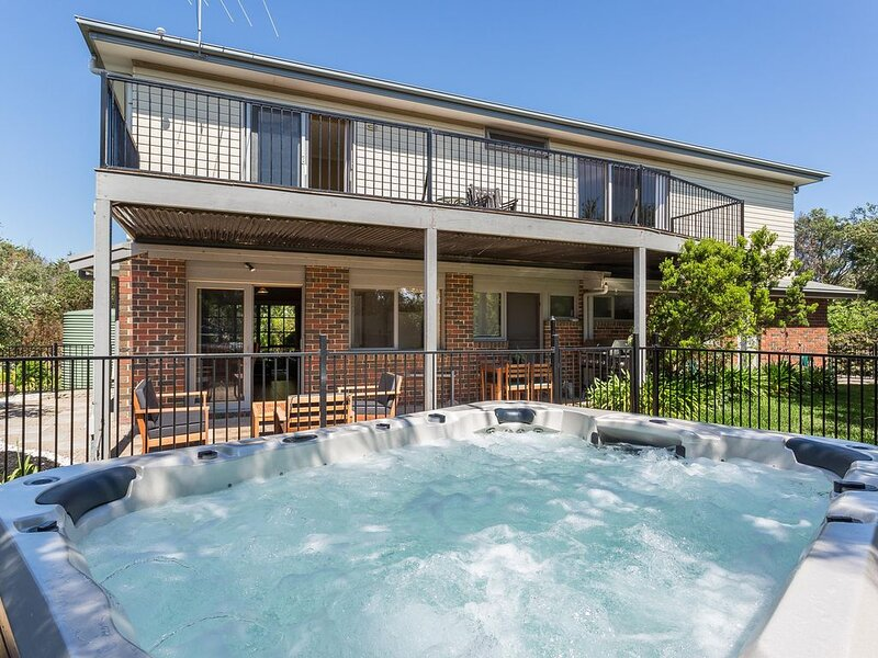 Ocean Breeze Retreat: hot spa - Private location and 700m to the beach., vacation rental in Fingal