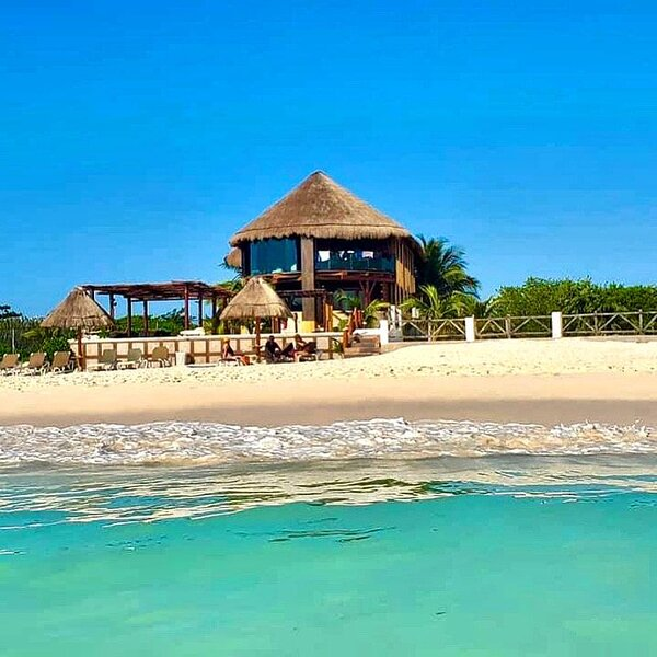 Beachfront Casa Chanty  4 Bdr. Penthouse sleeps 9/10 ,Staff, wi-fi, kayaks, holiday rental in Playa del Secreto