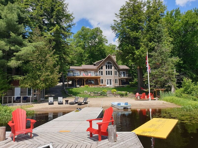 Dream Four Season Cottage on Lake Mirage near Huntsville, Ontario, aluguéis de temporada em Katrine